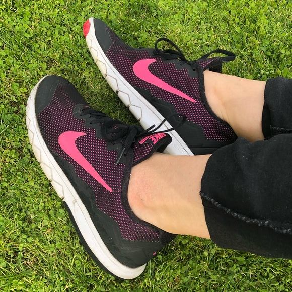 Nike Shoes - Nike flex experience RN 4 Black/Pink running shoes